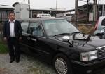 村田さんと、買い物代行事業にも使われているタクシー