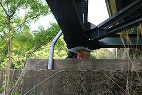 近鉄大阪線の鉄橋の下にある祠(仮)